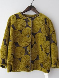 mode japonaise : gilet motifs pelotes de laine, Mina Perhonen - love this site, only wish i could understand the language on the site. Need price conversions Look Fashion, Womens Fashion, Vintage Cotton, Mode Inspiration, Pulls, My Wardrobe, Types Of Sleeves, Ideias Fashion, Knitwear