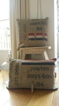 Ptt post kussens gemaakt van een originele postzak