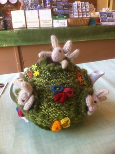 Ravelry: ElizabethLihou's Pesky rabbit tea cosy Good choice of yarn.