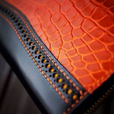 COLOR Material combination Perforated detailing between stitches Thread color
