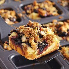 Fresh Blueberries & Cream Cakes - The Pampered Chef® Brownie Pan Top Dessert Recipe, Dessert Recipes, Trifle Recipe, Dessert Food, Brownie Pan, Brownie Recipes, Cakes Plus, Pampered Chef Recipes, Quick And Easy Breakfast