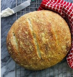 Olive Oil & Italian Herb Dutch Oven Bread Deliciously simple, this moist artisan-style bread requires no mixers or kneading, just a little time and a Dutch oven! - Olive Oil & Italian Herb Dutch Oven Bread from {La Casa de Sweets} Dutch Oven Bread, Dutch Oven Cooking, Dutch Oven Recipes, Cooking Recipes, Herb Recipes, Soup Recipes, Italian Bread Recipes, Artisan Bread Recipes, Yeast Bread Recipes