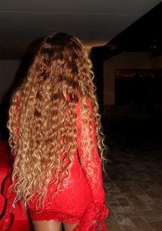 My Life – Beyoncé Online Photo Gallery – Frisuren lockig Beyonce Curly Hair, Beyonce Hair Color, Beyonce Blonde, Beyonce Hairstyles, Estilo Beyonce, Camila Gallardo, Human Braiding Hair, Curly Hair Styles, Natural Hair Styles