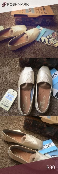 Brand new tom shoes Brand new toms bought off another posher and they do not fit they are a size 8 but fit like a 7 Toms Shoes Flats & Loafers