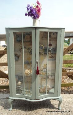 Paint Furniture, Furniture Projects, Furniture Makeover, Cool Furniture, Upcycled Furniture, Shabby Chic Furniture, Vintage Furniture, Shabby Chic Display Cabinet, Display Cabinets