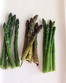 How to properly steam asparagus... Thank you Martha, for saving me from asparamush!