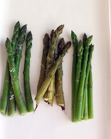 How to properly steam asparagus... Thank you Martha, for saving me from asparamush!