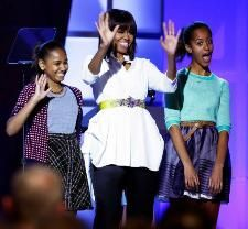 Obamas join military families for kids' concert