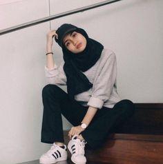 joliment, fille, hijab, l& Hijab Casual, Ootd Hijab, Hijab Chic, Hijab Elegante, Girl Hijab, Fashion 90s, Modern Hijab Fashion, Street Hijab Fashion, Hijab Fashion Inspiration