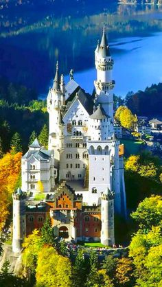 I have seen this wonderful castle during the winterof 1992.I would  love to see it again during the summertime, I hope!