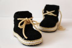 Crochet baby booties baby shoes boots sneakers por editaedituke