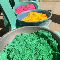 Make your own Color Packs for your next color run! DIY COLORED POWDER