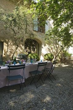 """image via inspiracionline - Provence dining - collected by linenandlavender.net for """"Alfresco-Outdoor Living"""" -  http://www.linenandlavender..."""