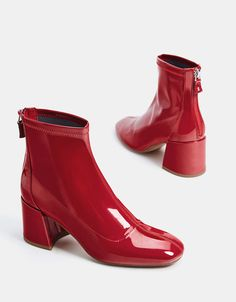 Mid-heel ankle boots with a patent finish - SHOES - Bershka United States