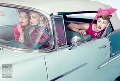 Chic and the Cars: Sofia Sanchez and Mauro Mongiello for Vogue Gioiello A road trip to sophistication on a candy tone Cadillac for whimsical ladies Vintage Love, Vintage Cars, Retro Vintage, Retro Chic, Retro Style, 1950 Style, Vintage Ladies, Pink Ladies, Vintage Models