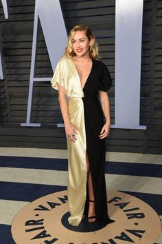 """Vanity Fair Oscars """"After-party"""" Miley Cyrus"""