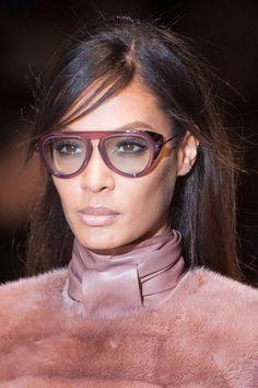 Joan Smalls --Gucci lançou um modelo com proteção lateral contra claridade em…