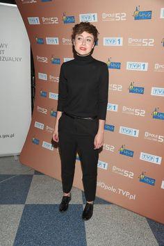 Zdjęcie numer 6 w galerii - Natalia Przybysz w nowej fryzurze i pełnym make-upie pozuje do zdjęć. Wcześniej pokazała się bez makijażu. Oniemieliśmy