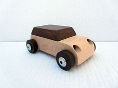 Maxi - wooden toy car by concetta