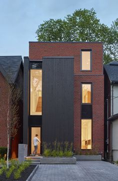 Summerhill House in Midtown Toronto / Atelier Kastelic Buffey Townhouse Exterior, Modern Townhouse, Townhouse Designs, Architecture Magazines, Facade Architecture, Residential Architecture, Facade Design, Exterior Design, Modern Architects