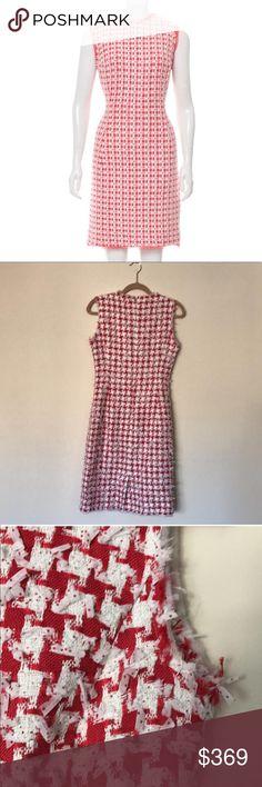 ⭐️Like New⭐️Oscar de la Renta Tweed Dress I've only worn this once to a wedding. Authentic Oscar de la Renta Tweed dress from Spring 2015. Excellent condition. Oscar de la Renta Dresses