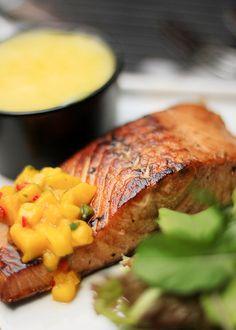 Salmão grelhado com mango salsa e purê de batata baroa  E ai? Qual a sua maravilha? #maravilhasrio #batatabaroa