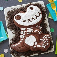 Dinosaur obsessed kids will be so excited when a T-Rex shows up at their birthday party when you use this Wilton dinosaur cake pan with complete decorating instructions included. Dinosaur Cake Pan, Dino Cake, Dinosaur Cupcakes, The Good Dinosaur Cake, Dinosaur Bones, 3d Birthday Cake, Dinosaur Birthday Cakes, Birthday Cakes For Boys, Birthday Ideas