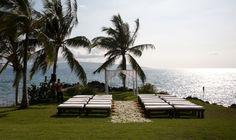 Best Maui wedding venue. The Sugarman Estate covers 3.5 acres and has over 300 feet of scenic shoreline. Call Maui Wedding coordinator: www.amauiweddingday.com sandra@amauiweddingday.com (808) 280-0611 0-50 guests – $3800 51-100 guests – $4300 101-150 guests – $5000 151-200 guests – $5525 201–300 guests – $7000 301-400 guests – $8000 401-500 guests – $9000