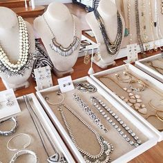 We're loving @zandragay's gorgeous display! Reach out to your Stylist to get this on your dining room and receive an extra $50 in product credit when you host a Trunk Show #sdtrunkshow