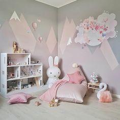 "Polubienia: 755, komentarze: 27 – Schmooks (@schmooksart) na Instagramie: ""Pink playroom perfection over at @carinas_385 ❤️👌"""