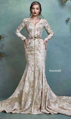 Selma ben omar new collection 2019 BRIDAL Morrocan Dress, Moroccan Caftan, Oriental Dress, Oriental Fashion, Elegant Dresses For Women, Beautiful Dresses, Arabic Dress, Wedding Dress Necklines, Caftan Dress