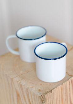 Enamel mugs, mug en émail blanc Coffee Mugs Vintage, Cookie Box, Programming For Kids, Surf Shop, Mug Cup, Coffee Shop, Farmhouse Decor, Tea Pots, Ceramics
