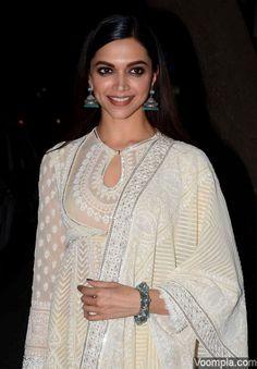 Ranbir-Deepika attend Diwali dinner at Royal China with Tamasha team - VOOMPLA Indian Attire, Indian Wear, Indian Dresses, Indian Outfits, Lucknowi Suits, Indiana, Freida Pinto, Kurti Patterns, Indian Bridal Fashion