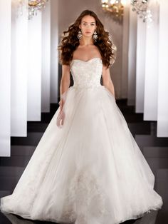 Sweetheart Embroideried Beading Ball Gown Wedding Dress Tulle Skirt