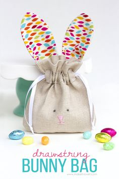 Sewing Gifts For Kids Drawstring Bunny Bags.fun for Easter, or ALL year long! Sewing Projects For Beginners, Sewing Tutorials, Sewing Crafts, Sewing Patterns, Sewing Tips, Sewing Hacks, Bags Sewing, Fabric Crafts, Bag Patterns
