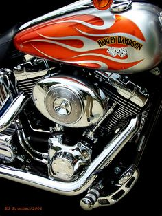 Custome paint designs for harley Custom Motorcycle Paint Jobs, Harley Davidson Custom Bike, Harley Davidson Posters, Harley Davidson Chopper, Custom Paint Jobs, Concept Motorcycles, Cars Motorcycles, Car Paint Jobs, Motorcycle Tank
