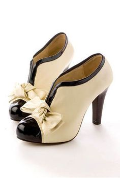 Ivory & Tan Bow Shoes.