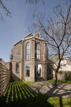 Una abandonada iglesia católica (St.-Jakobus) fue transformada en una preciosa/espaciosa casa, en Utrecht.