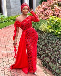 Creative Aso Ebi Styles that is Adorable and classy for any Event or Ocassions. Aso Ebi Lace Styles, Lace Gown Styles, African Lace Styles, Kente Styles, African Fashion Designers, African Print Fashion, African Fashion Dresses, Fashion Outfits, Style Fashion
