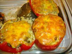 Kotikokki.netin nimimerkki Taskuvenuksen täytetyt paprikat Baked Potato, Potatoes, Eggs, Baking, Breakfast, Ethnic Recipes, Food, Morning Coffee, Potato