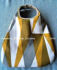 La borsa da polso in due versioni di utilizzo.  Tutto nasce da qui, dal post di Linda  sulle borse in cui parla anche della mia borsa trapez...