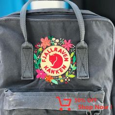 Detalle de # kanken-ā … - Accesories Mochila Kanken, Kanken Backpack, Diaper Backpack, Backpack Bags, Fjallraven, Aesthetic Backpack, Looks Style, My Style, School Bags