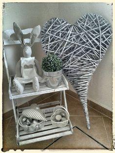 Diy And Crafts, Paper Crafts, Weaving Designs, Wicker Hearts, Macrame Tutorial, Weaving Art, Heart Art, Paper Art, Recycling