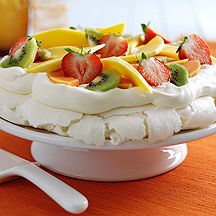 Tropical Fruit Pavlova Recipe - Two Chicks Liquid Egg White No Bake Desserts, Delicious Desserts, Egg White Recipes, Pavlova Recipe, Summer Berries, Food Categories, Healthy Recipes For Weight Loss, Egg Whites