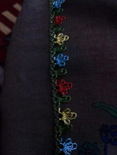 This Pin was discovered by Aks Needle Lace, Lace Making, Bargello, Eminem, Needlework, Origami, Diy And Crafts, Patches, Brooch