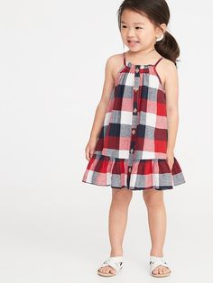 Old Navy Toddlers' Patterned Button-Front Tiered-Hem Sundress Navy/Red Plaid Size Little Girl Summer Dresses, Toddler Girl Dresses, Toddler Girls, Girls Frock Design, Baby Dress Design, Baby Frocks Designs, Kids Frocks Design, Little Girl Fashion, Kids Fashion