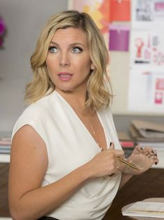 Grace and Frankie's June Diane Raphael Never, Ever Wants to Sleep with Her Makeup On Again June Diane Raphael, Short Hairstyles For Women, Cool Hairstyles, Ootd, Celebs, Celebrities, Hair Today, Woman Crush, Cut And Color