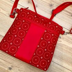 The perfect statement accessory - a red Shweshwe sling bag! This gorgeous bag is made and shared by Annie Willows. Make And Sell, How To Make, Sewing Projects, Annie, Purses, Bag Patterns, Fabric, Red, Gifts