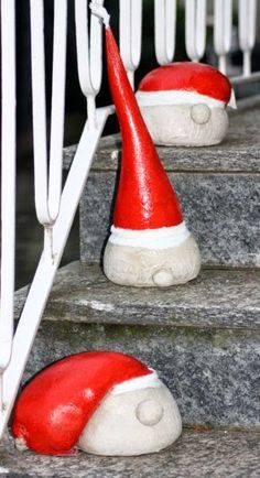 Creative ideas for crafting, scrapbooking, cooking and baking: Santa Claus . - Creative ideas for crafting, scrapbooking, cooking and baking: Santa Claus heads made of concrete - Cement Art, Concrete Crafts, Concrete Art, Concrete Projects, Concrete Garden, All Things Christmas, Christmas Time, Holiday Crafts, Diy And Crafts