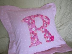 Pillow With Button Letter Button Letters, Button Art, Home Crafts, Fun Crafts, Diy For Kids, Crafts For Kids, Personalized Pillows, Cool Lettering, Cute Pillows